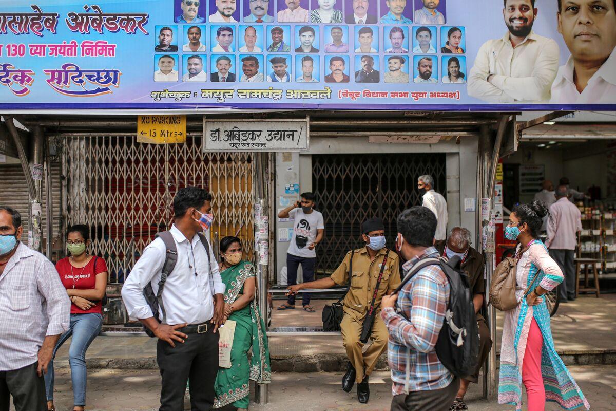 <p>World's Biggest Covid Crisis Threatens Modi's Grip on India thumbnail