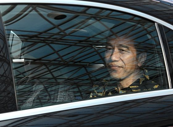 Jokowi Puts Indonesia's Economy at Heart of Re-Election Pitch
