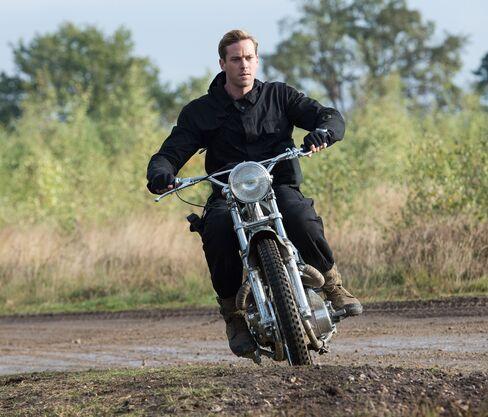 Like McQueen, agent Kuryakin races acustom Métisse moto.