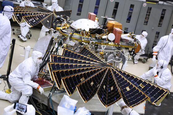 Mars InSight Successfully Lands on Mars