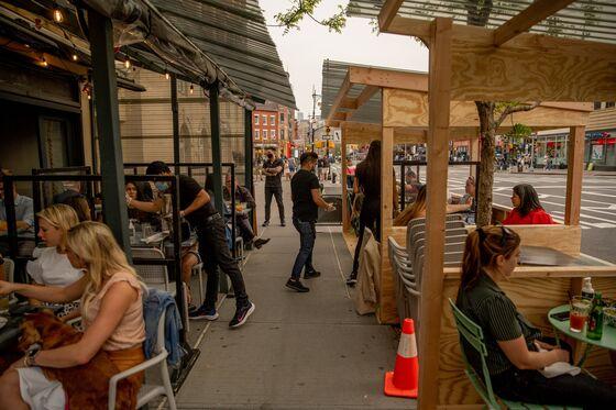 Higher Wages, Signing Bonuses Help Fuel Restaurant Job Rebound