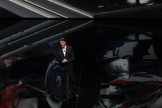 Daimler's New CEO Isa Quiet,Race Car-Loving Swede