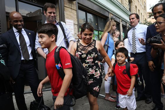 U.S. Judge Demands Update on Reuniting Migrant Kids With Parents