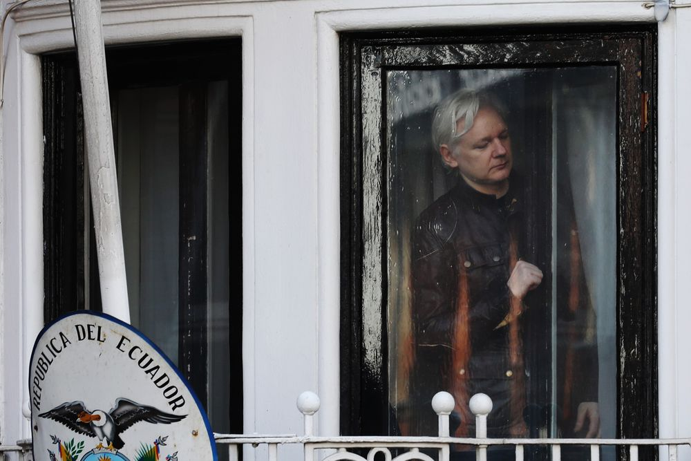 WikiLeaks's Assange Should Not Be Extradited to the U S  - Bloomberg