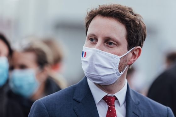France Says Europe Vaccine Strategy Safer Than U.K.'s