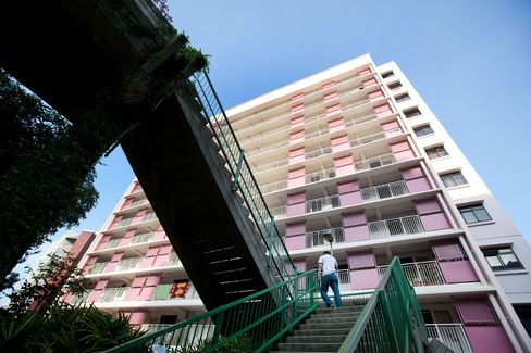 Singapore Tightens Loans on Public Housing to Stabilize Market