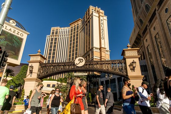 Sands to Sell Vegas Hotels to Apollo, Vici for $6.25 Billion