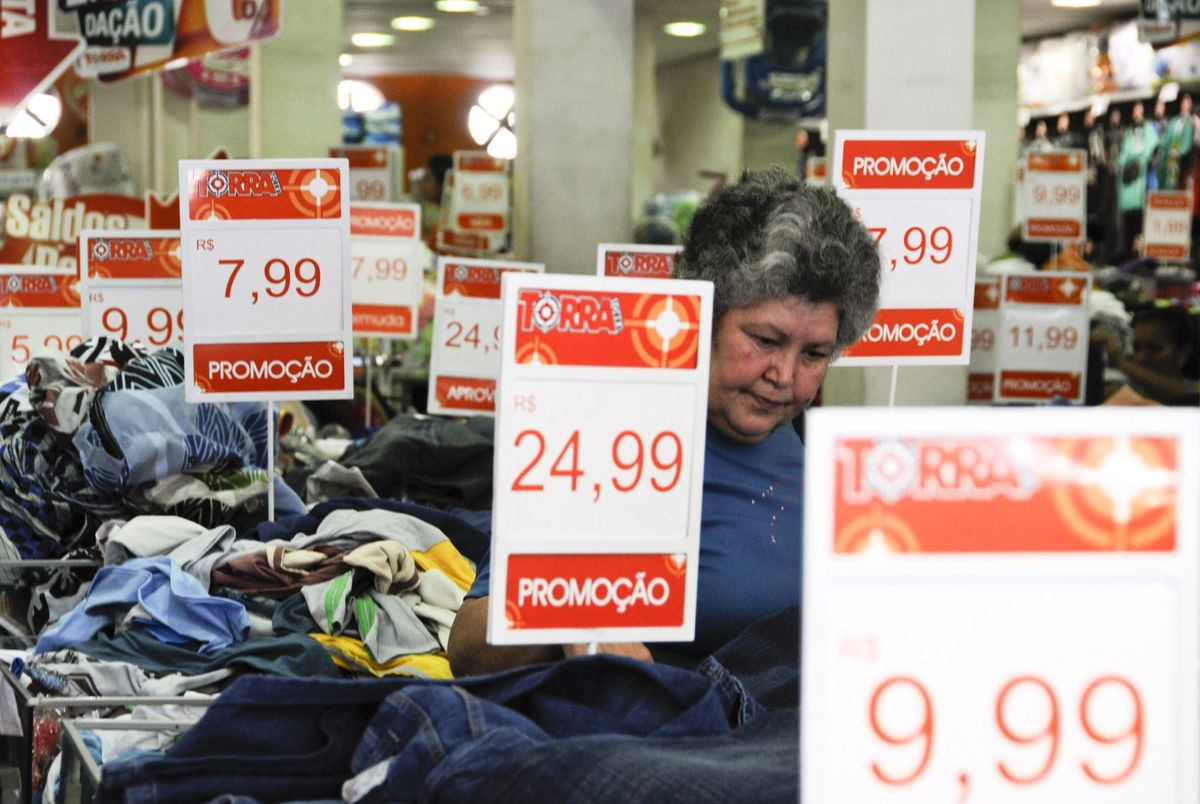 Big Deflation Sparks Talk of No Rate Hike in Brazil Next Year