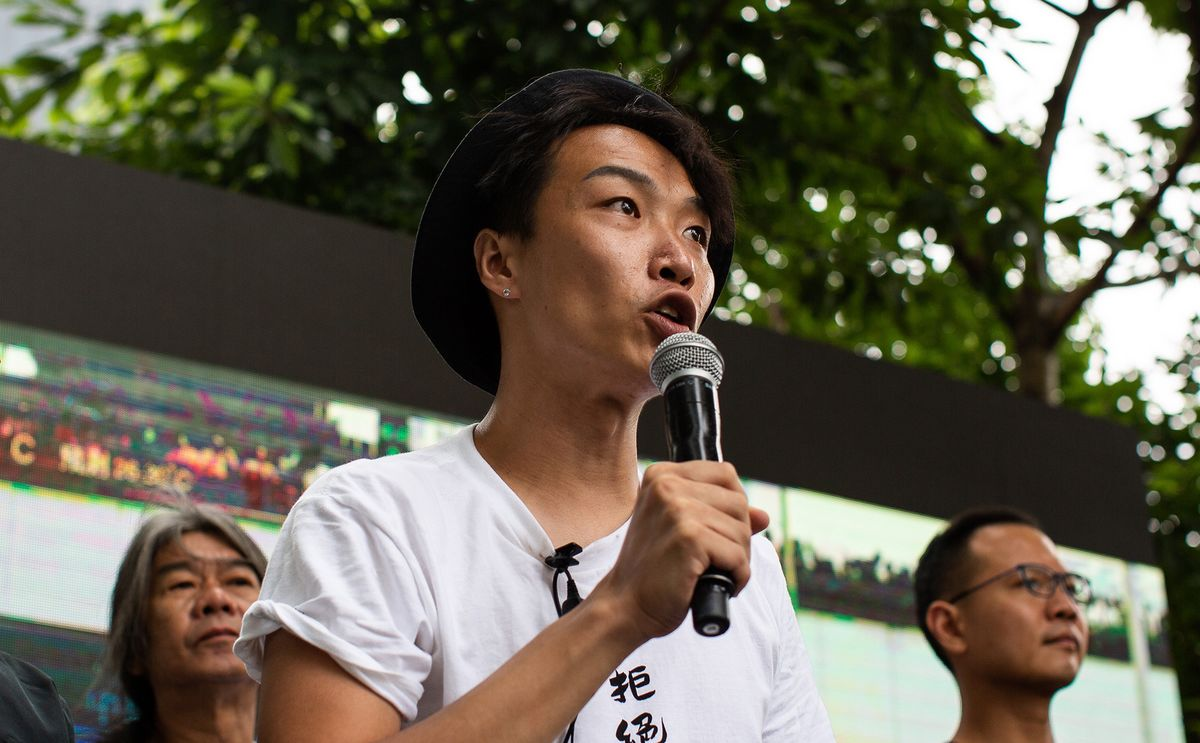 bloomberg.com - Shelly Banjo - Hong Kong Protest Organizer Assaulted by Men Wielding Hammers
