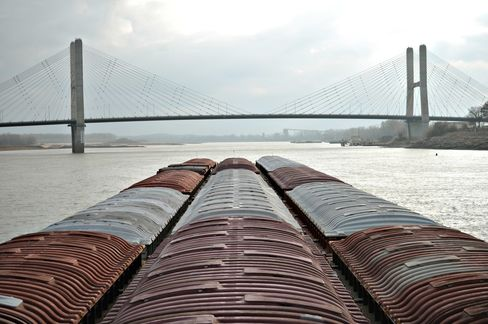 Climate Change Pits Sioux Against Barges for Scarce River Water