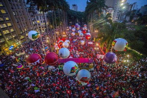 Activists rally in support of Lula, Rousseff. March 31: Sao Paulo
