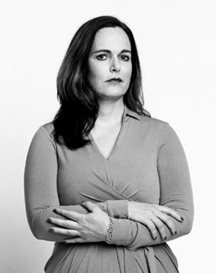 """""""I was worried that by the time I met the right person, I'd be in my early to mid-40s, and that's when the eggs would come in handy. By freezing ... you're walking taller; your head is held higher. And that can pay off in both your work and romantic lives.""""—Sarah Elizabeth Richards, 43, writer"""