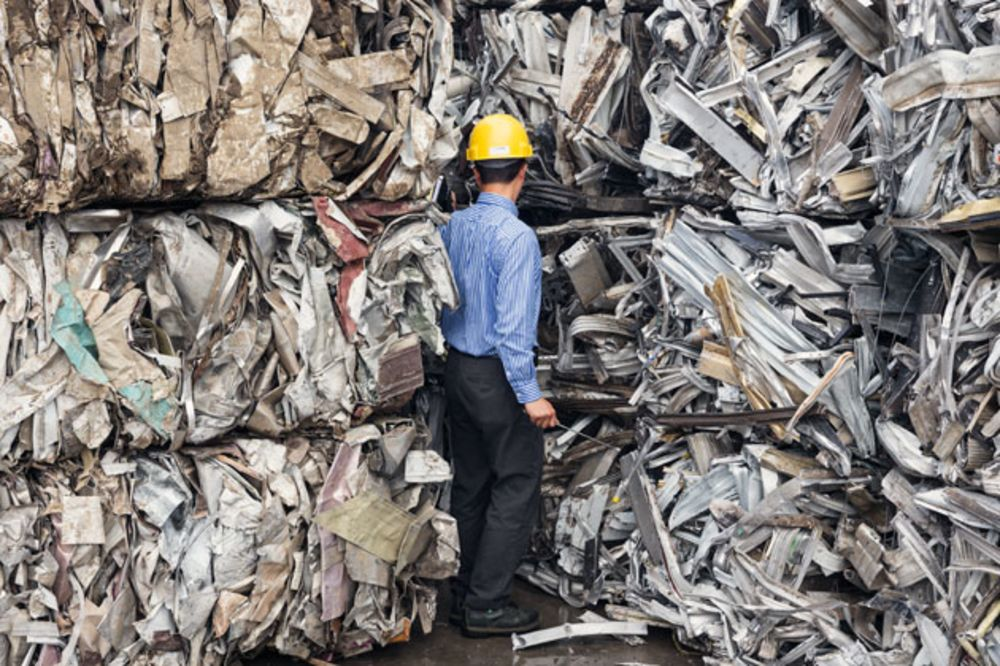 To a Chinese Scrap-Metal Hunter, America's Trash Is Treasure - Bloomberg