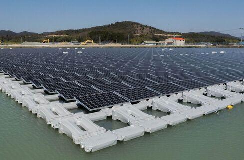 兵庫県加東市の水上太陽光発電所