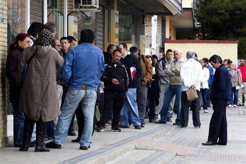 Euro-Region Unemployment Surges to 14-Year High, Nears Record