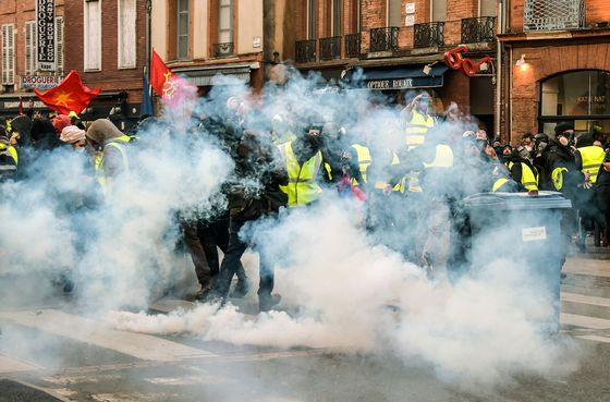 French PM Outlines Tougher Penalties for Yellow Vests Violence