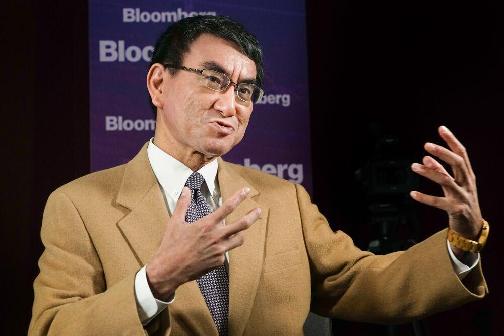 河野外相、元徴用工への補償は「韓国側に責任」-インタビュー - Bloomberg