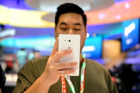 Apple's Next China Challenge Comes From Local Smartphone Rivals