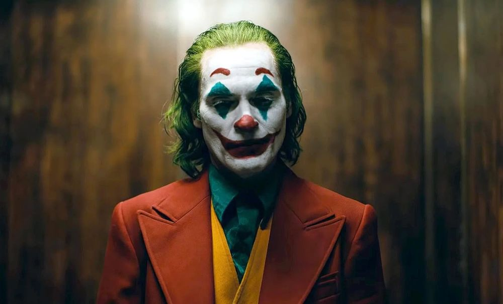 With Edgy 'Joker,' Warner Bros. Punches Back at Marvel's Might - Bloomberg