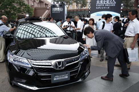 Honda Says Accord Hybrid More Fuel-Efficient Than Toyota to Ford