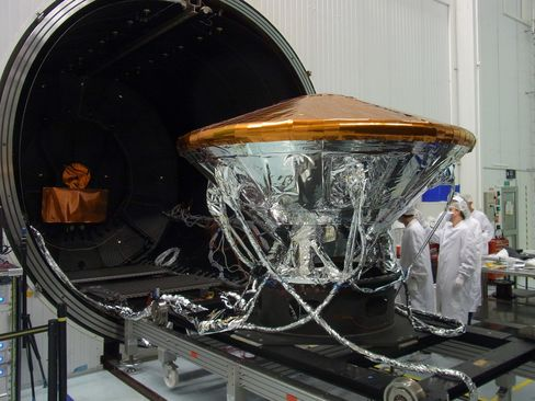 The flight model of the ExoMars Schiaparelli demonstrator module pictured prior to the start of thermal tests.