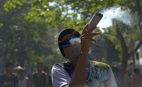 1484523954_marijuana smoking