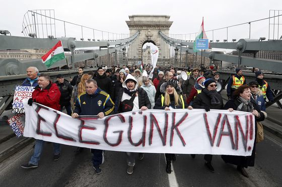 Orban Weathers Labor Protests in Hungary With Turnout Dwindling