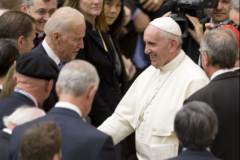 Pope Francis shakes hands Joe Biden on April 29.