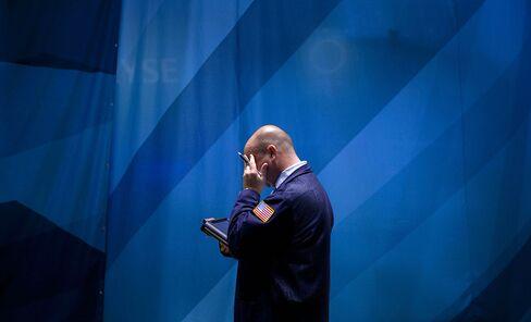 Bonds Tumble Worldwide as Stocks Reach Highs on Growth Optimism