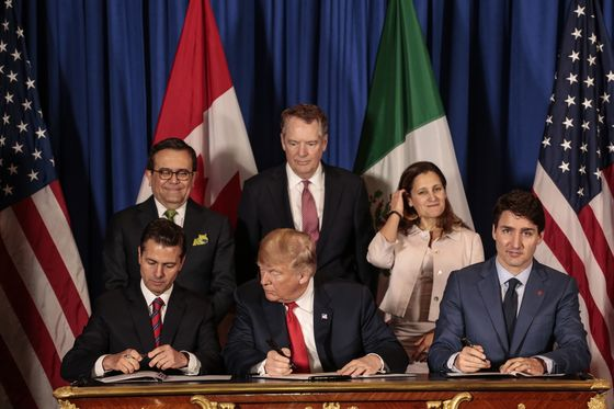 Trump Says He'll Give Notice of Nafta Exit in Bid to Pass USMCA