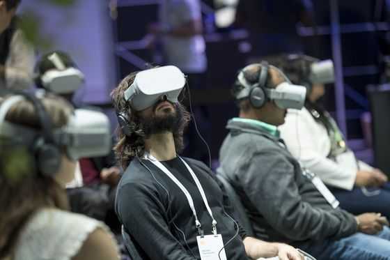 Facebook Accused of Squeezing Rival Startups in Virtual Reality