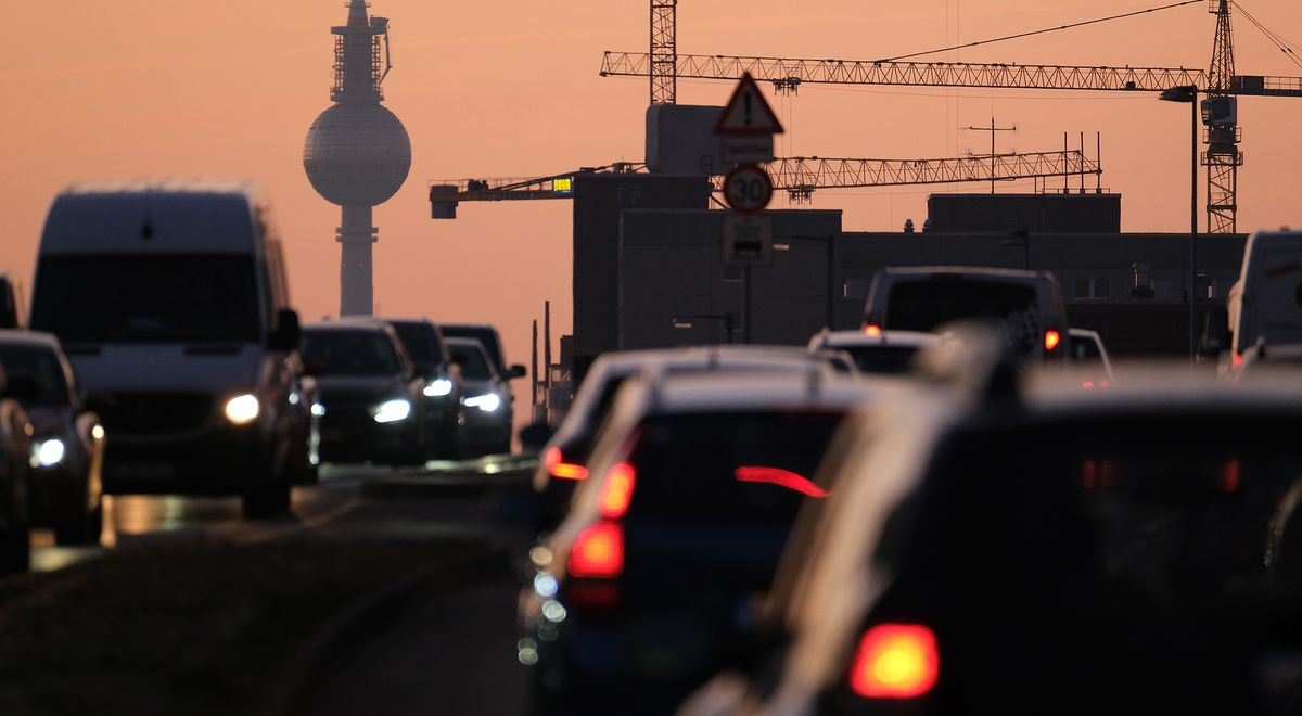 Merkel Cabinet Seals Plan to Widen CO2 Price to Heating, Roads