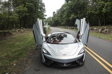 cars-mclaren-570-gt-review-bloomberg-03