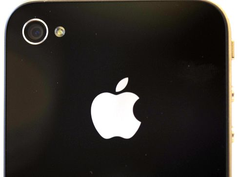 Apple Plans Service That Lets IPhone Users Pay With Handsets