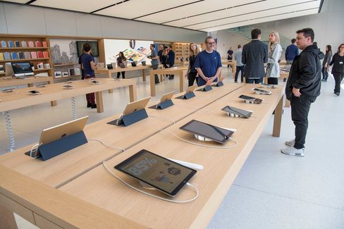 The Apple Store at Union Square in San Francisco Anticipates New Features and Services