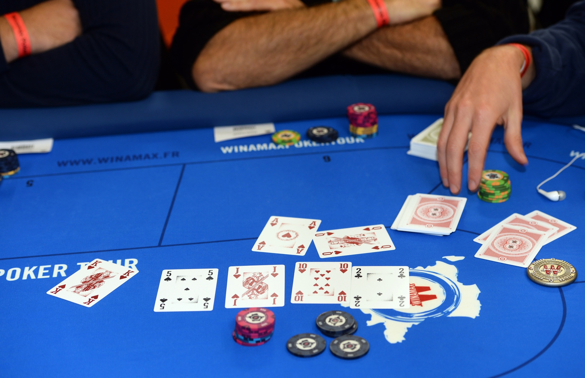 Poker Skills Can Make Investing Less Like Gambling Bloomberg