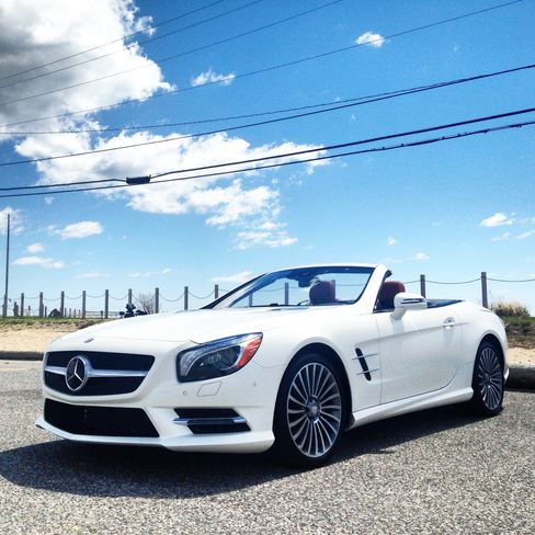 The SL400 comes with a turbocharged V6 engine.