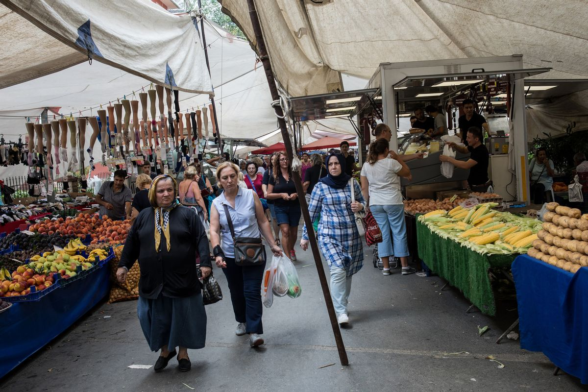 Turkey Inflation to Hit a Bump as Central Bank Tees Up Rate Cuts