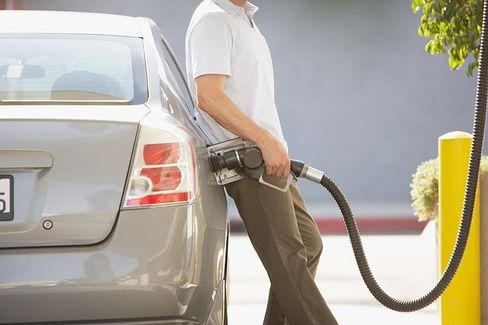 Why Are Pump Prices Falling as Oil Goes Up?
