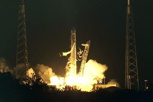 SpaceX Launches Vehicle for Space Station in Second Attempt