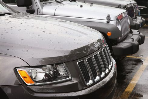 Chrysler, Regulators Stand Down in Jeep Recall Battle