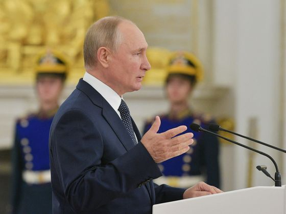 Putin to Self-Isolate After Covid-19 Outbreak in Kremlin