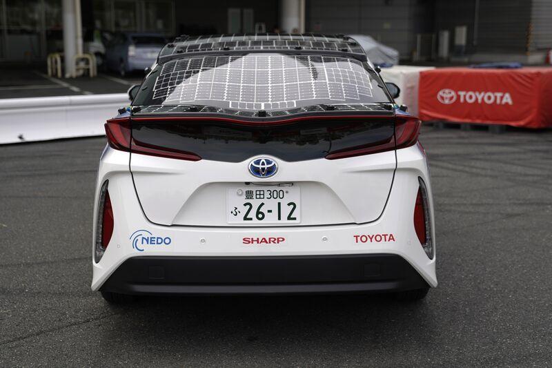 تويوتا بريوس المجهزة بخلايا شمسية ذات كفاءة عالية | عبر المصور تورو هاناي لوكالة بلومبرغ