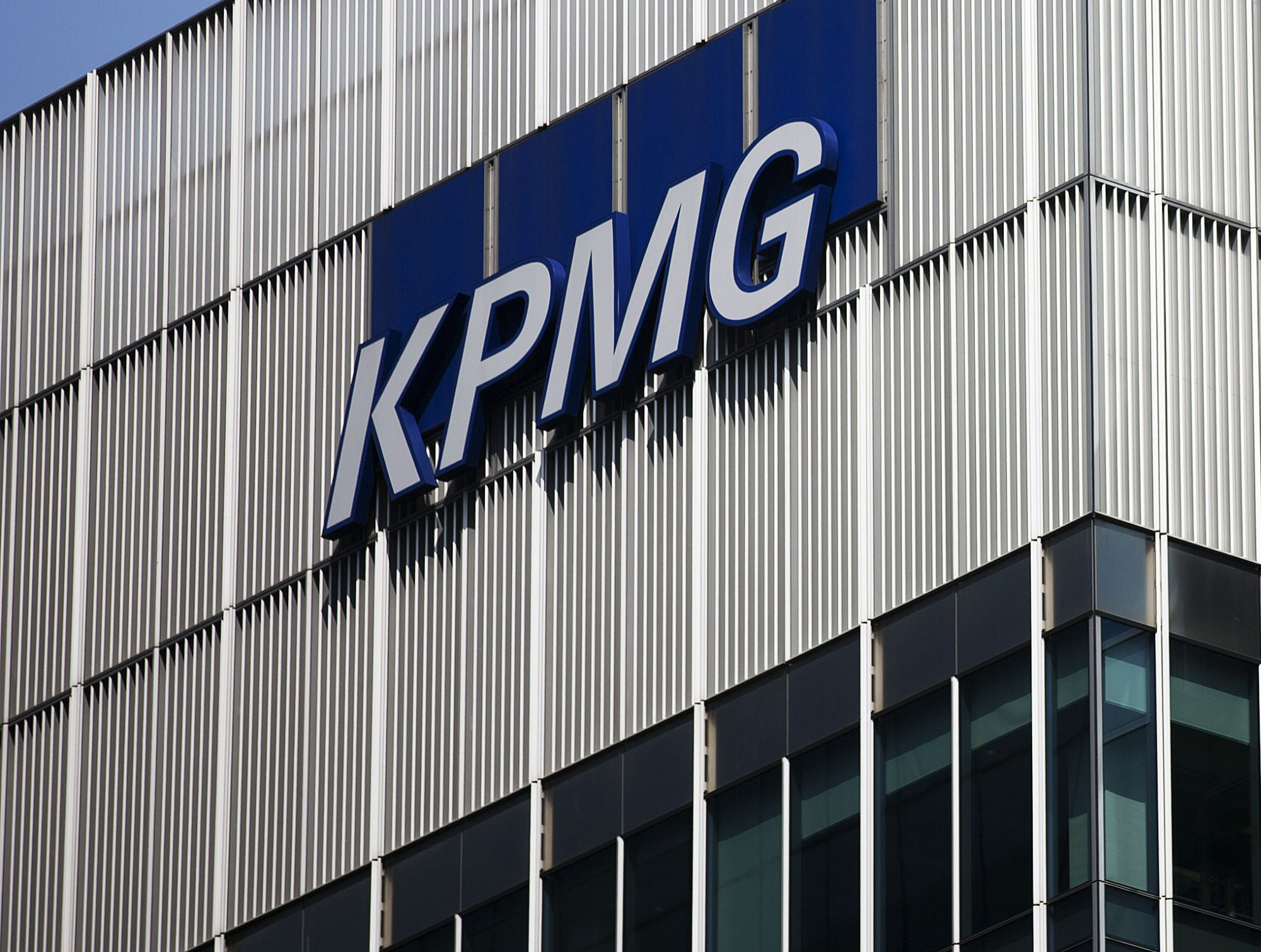 Ex-KPMG South Africa Chief Denies Wrongdoing During Gupta Audit