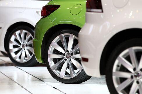 European June Car-Sales Drop Slows on Discounting by Volkswagen