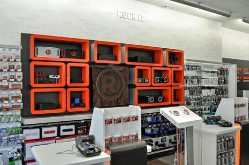 RadioShack Cuts the Clutter and Asks You to 'Play' With Pricier Gadgets