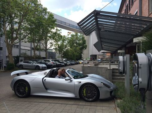 With sandwiches stowed, Thomas Becki and the author prepare to set out from Porsche headquarters in Stuttgart.