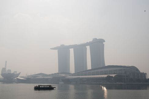 Singapore Voices Concern to Indonesia Over Worst Smog Since 1997
