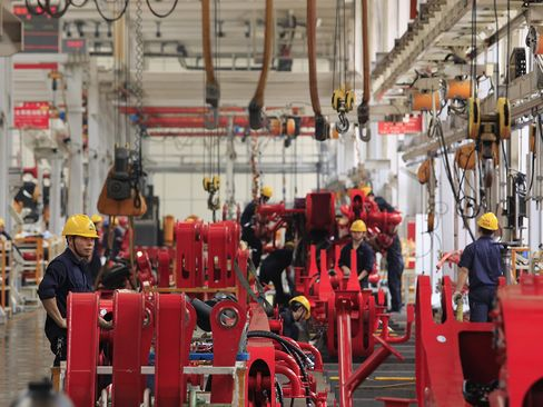 China Manufacturing Expands for Third Straight Month