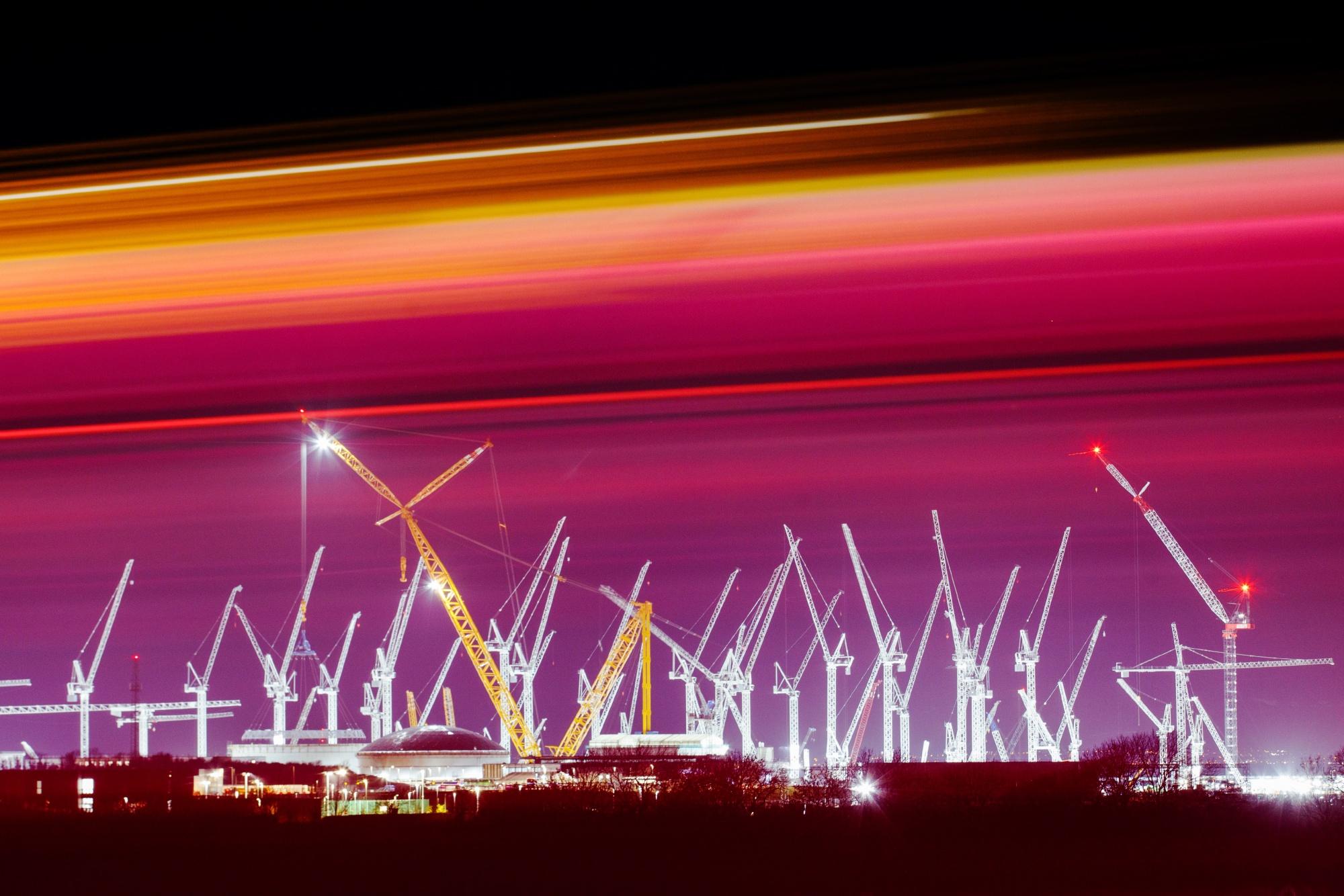 Największy na świecie żuraw kończy swoją największą operację przy budowie elektrowni jądrowej Hinkley Point C.